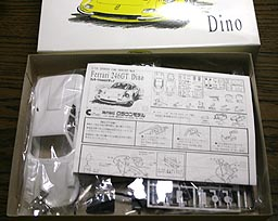 CROWN FERRARI 246GT Dino 001-02.JPG